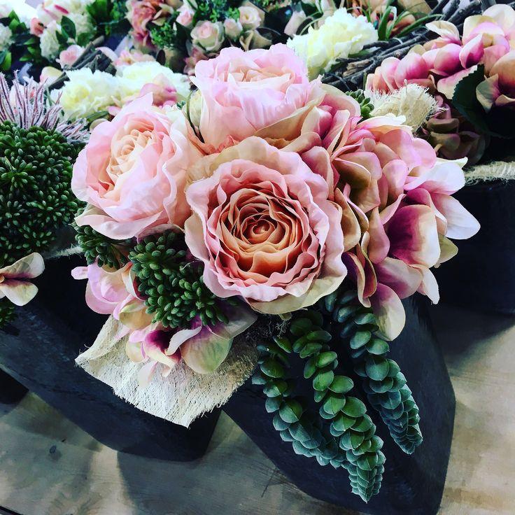 """""""Una delle cose più affascinanti dei fiori è il loro splendido riserbo."""""""