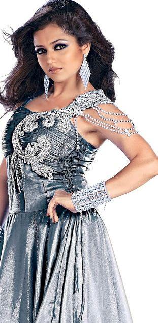 Drashti Dhami Beautiful Pose #DrashtiDhami #FoundPix #Bollywood
