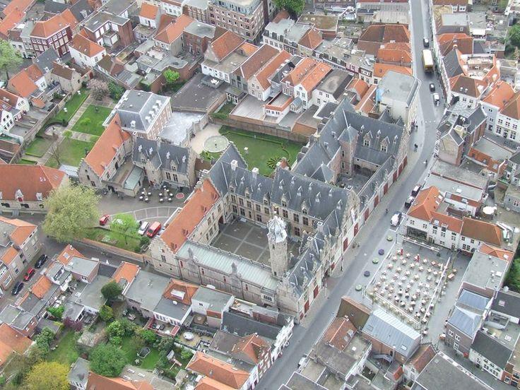 Bergen op Zoom: Luchtfoto van Het Markiezenhof