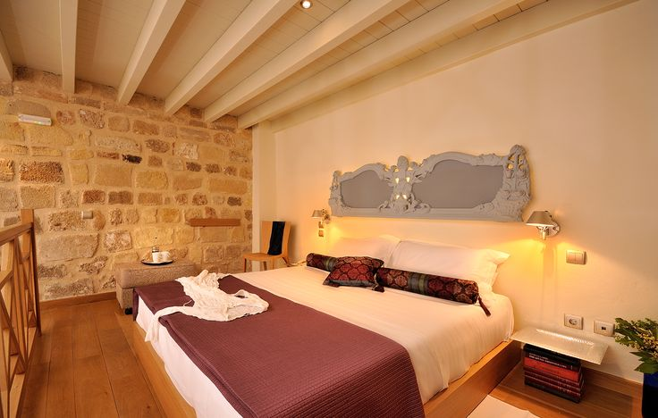 "EXCLUSIVE SUITES BOUTIQUE HOTEL. MEDIEVAL TOWN, RHODES, GREECE. - ""Deniz"" suite. Bedroom loft. - kokkiniporta.com"
