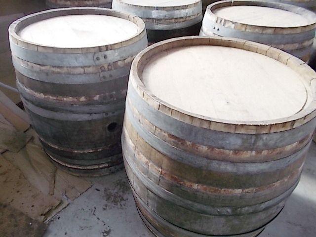1819 - Barrique basse rustiche ed essiccate per supporto tavoli da pasto - Briganti srl - Tel.0547 310171