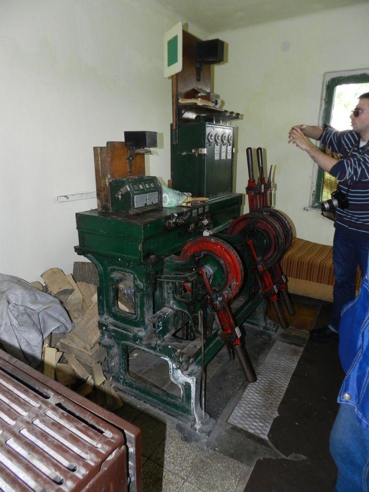 Múzeális, de még ma is használt váltóállító berendezés Dunaföldvár I. őrházban,