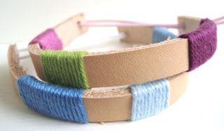 Kijk wat ik gevonden heb op Freubelweb.nl: een gratis werkbeschrijving van Nicollie om deze leren armbandjes te maken https://www.freubelweb.nl/freubel-zelf/zelf-maken-met-leer-en-haakkatoen/