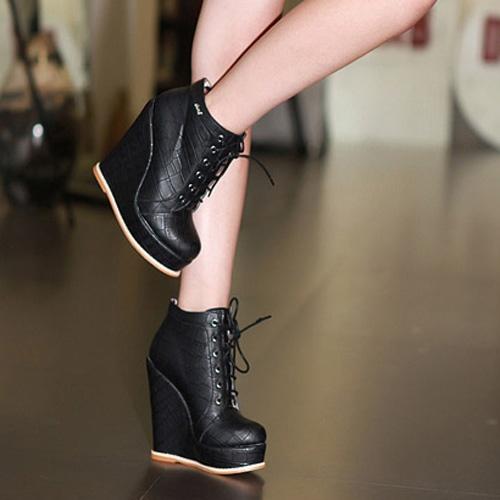Newest Fashionable Ladies Wedges Black  Item Code:#CFZQ912-6+Black    US$20.40