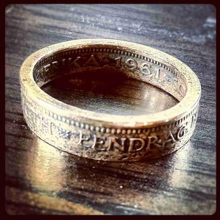 """Die """"Eendrag Maak Mag"""" ringe word handgemaak van ou 1/2c en 1c muntstukke, deur kunstenaar John Bauer in Kaapstad, Suid-Afrika. Elkeen is uniek soos wat elke muntstuk uniek is. Dra 'n stukkie geskiedenis saam met jou. The """"Unity is Strength"""" rings are manufactured by Cape Town artist, John Bauer,  from old 1/2c & 1c coins. Each ring is handmade and unique just as the coin it is made from is unique. Carry a small piece of history with you."""