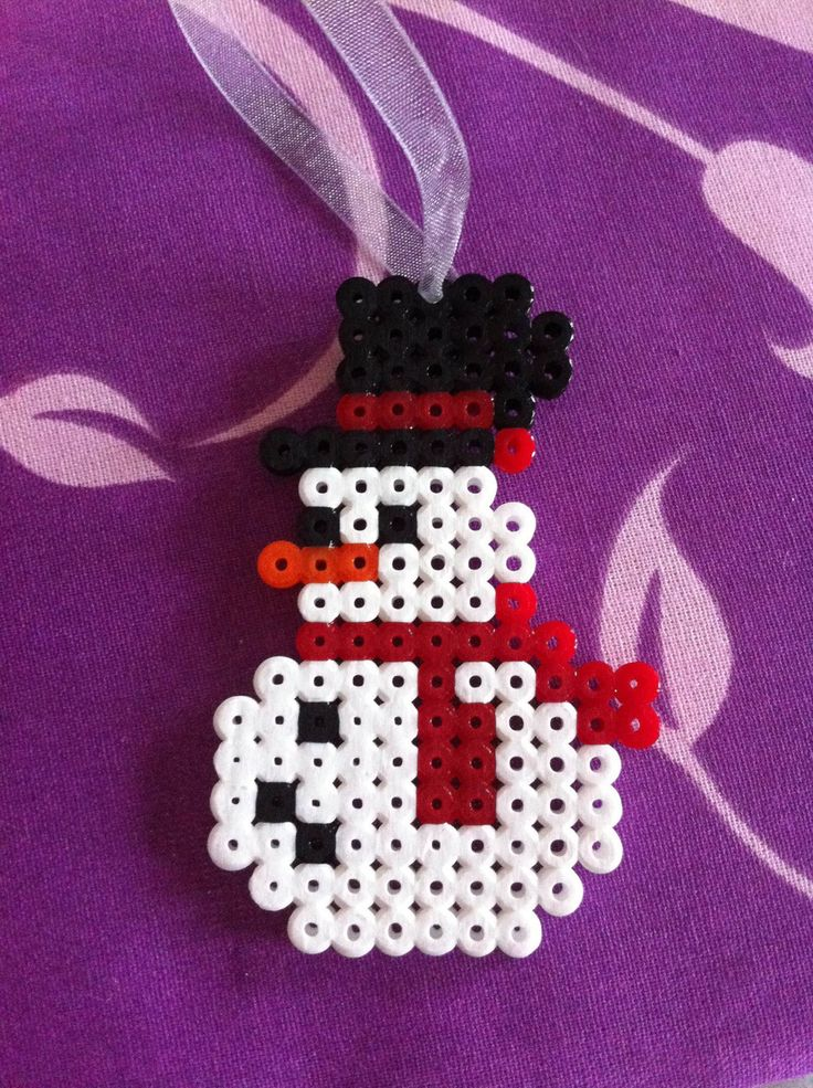 Décoration de noël suspendue bonhomme de neige avec son chapeau à ruban rouge : Accessoires de maison par cece-creation