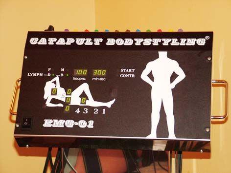 Bodystyling je  počítačově řízený svalový myostimulátor pro cvičení, speciálně sestrojený k posilování, zvýšení sportovní výkonnosti, formování postavy a  anticelulitidním programem.Tento profi přístroj úspěšně používají různé kliniky, fyzioterapeuté, sportovní lékaři . Počítačem řízené programy Vám pomohou s úspěchem omezit nadváhu, celulitidu, ochablé svalstvo, poruchy krevního oběhu. Dvacet čtyři speciálních elekrod slouží k přenosu přesně definovaného proudu do dané tělesné partie.