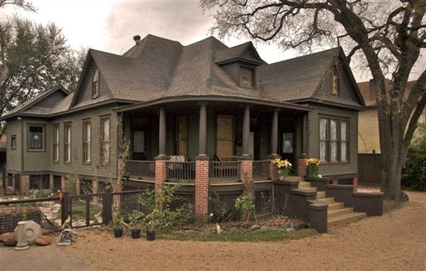 Soft nougaty center in the heights craftsman and hue for Craftsman home builders houston