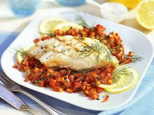 Kräuter-Filet auf einer fruchtigen  Salsa schmeckt auch ganz ohne Kartoffeln oder Reis!