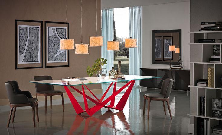 El buen diseño también es arte. Busca en nuestras tiendas la mesa Skorpio Wood de la firma Cattelan Italia.