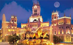 La Plaza de Cibeles es mejor conocido por su famosa fuente de la diosa Cibeles, uno de los símbolos más importantes de Madrid. La Plaza está rodeada por el magnífico Ayuntamiento de la ciudad. Pensé que era muy cursi, pero mi mamá amaba las luces.