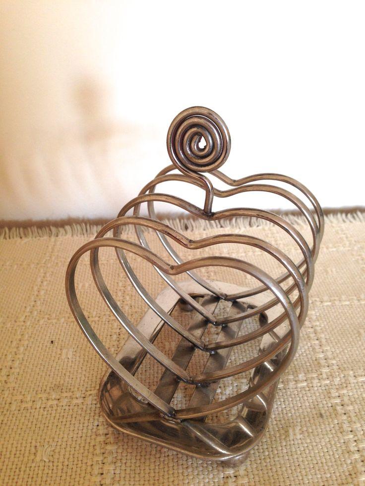 Retro heart shaped toast rack.  Mid century kitchen/Retro dining room/breakfast/toast holder. 4 slices./Made ENGLAND by trevoranna on Etsy