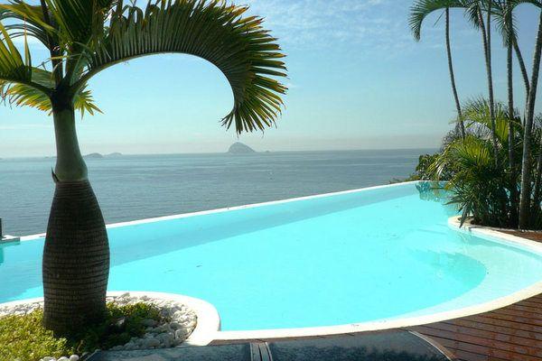 Vista do hotel boutique La Suite by Dussol, na região de Joatinga, no Rio de Janeiro.