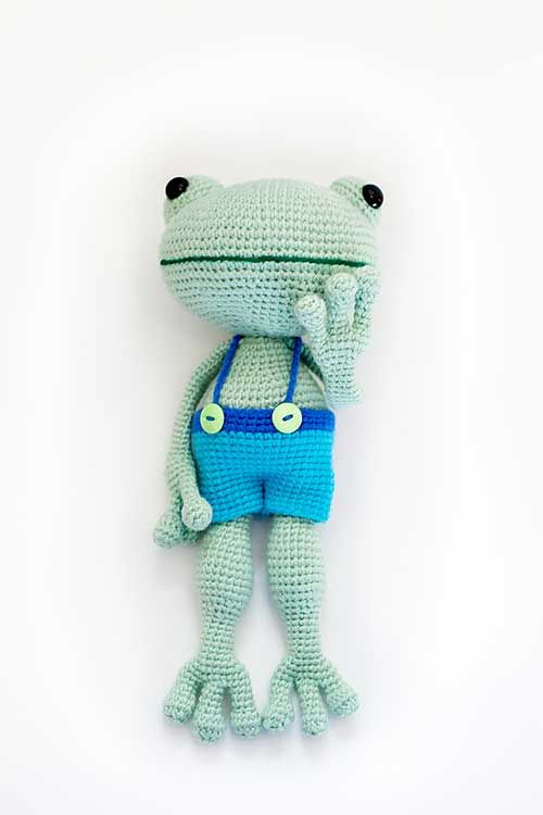 Phillip the Frog amigurumi crochet pattern by Crochet Olé