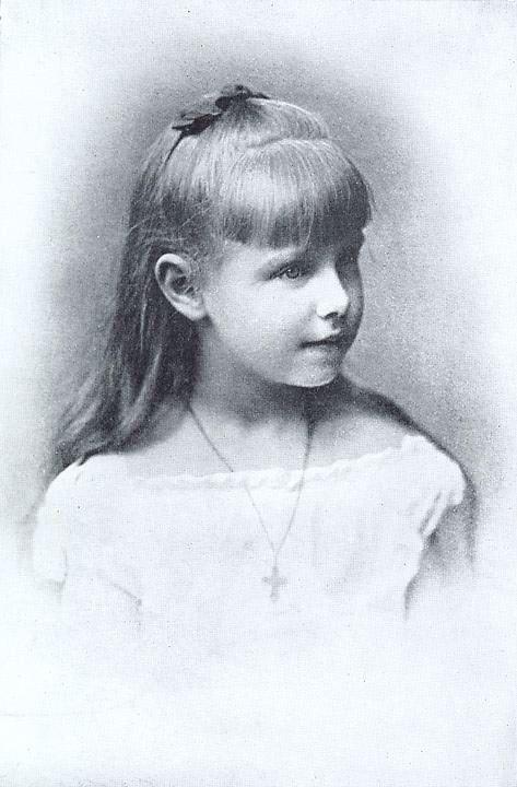 Regina Maria, la vârsta de zece ani