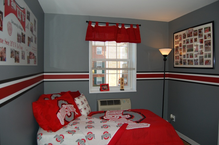 Go all out and show your Buckeye spirit, even in your bedroom!!  Check Target and Buckeye Corner for even more decorating ideas.