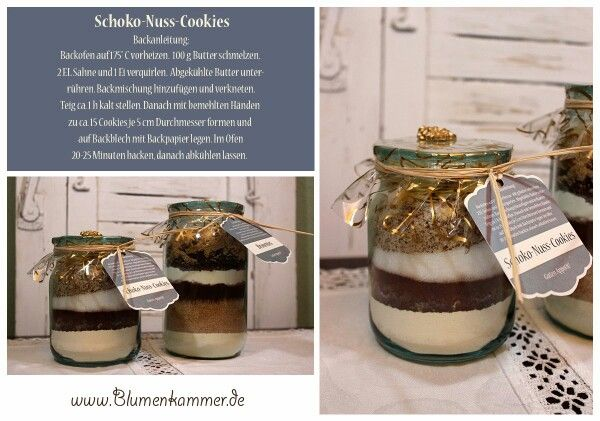 Schoko-Nuss-Cookies im kleinen Einweckglas (500 ml Glas) für ca. 15 Cookies als schöne persönliche Geschenkidee:  Man nehme ein Einweckglas und fülle folgende Schichten nacheinander ein: 150 g Mehl, 50 g gehackte Haselnusskerne, 2 EL Kakaopulver, 125 g Zucker, 1 Prise Salz, 50 g gemahlene Mandeln und 50 g Mandelblättchen. Nach jeder Schicht das Glas vorsichtig auf dem Tisch klopfen, so dass die Zutaten sich schön verteilen.  Den Deckel mit Papier oder Stoff und einem Band oder Strick…