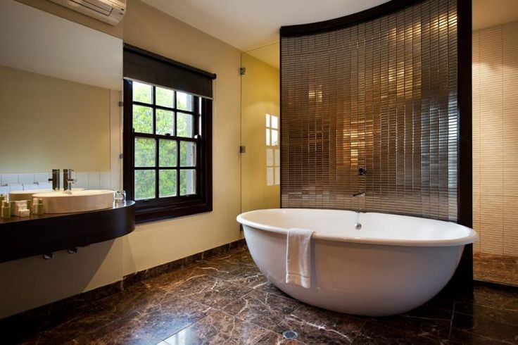 The AQVA Tango 1900 Freestanding Spa Bath  Image courtesy of Peppers Mineral Springs Hotel - http://www.peppers.com.au/springs/