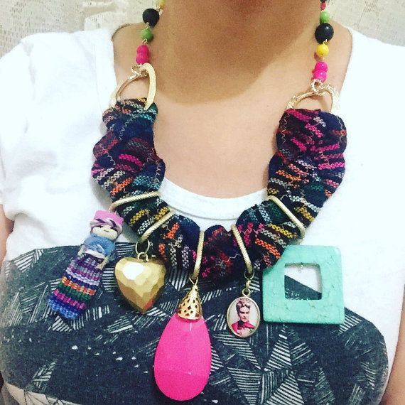 Collar mexicano con colgantes Frida muñeca tribal por PetramiaChic
