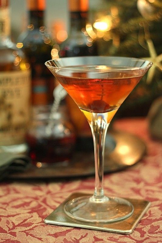 A delicious recipe for Old Fashioned Manhattan, with whiskey, sweet vermouth, bitters, sugar and club soda.