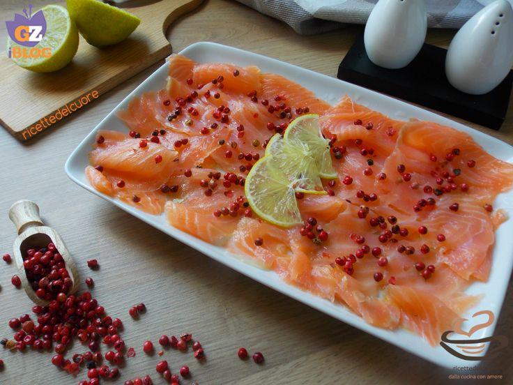 Carpaccio di salmone al pepe rosa e lime Carpaccio di salmone al pepe rosa e lime Carpaccio di salmone al pepe rosa e lime
