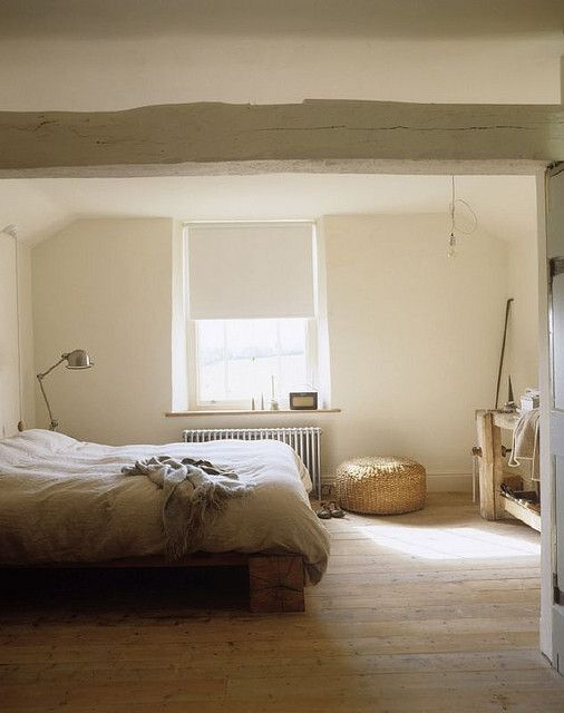 bed - roller blind + wood + floor light + beam