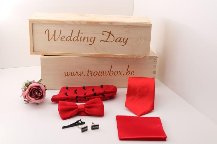 http://trouwbox.luondo.nl/12137008/rode-effen-das-strik-pochet-sokken-corsage--zwarte-manchetknopen-en-dasspeld