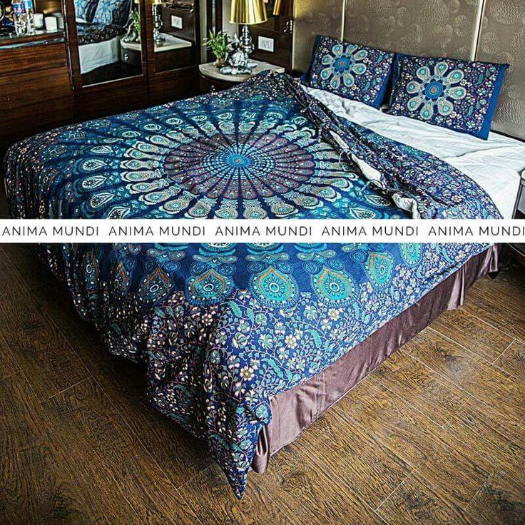 ENG- Mandala Stiamir is a beautiful cotton handmade duvet coverand decorated with natural colors. This beautiful product represents a very powerful and ancient symbol of which are related many stories and legends (https://en.wikipedia.org/wiki/Mandala). It is produced by various techniques such as printing with wooden blocks or with screen printing. The colors used are made from roots.