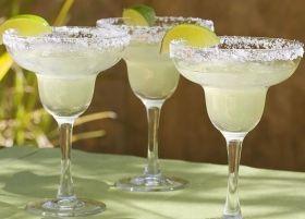 COCKTAIL MARGARITA - www.iopreparo.com Il Margarita è un cocktail messicano a base di Tequila, Cointreau e lime. E' rinfrescante e sfizioso.