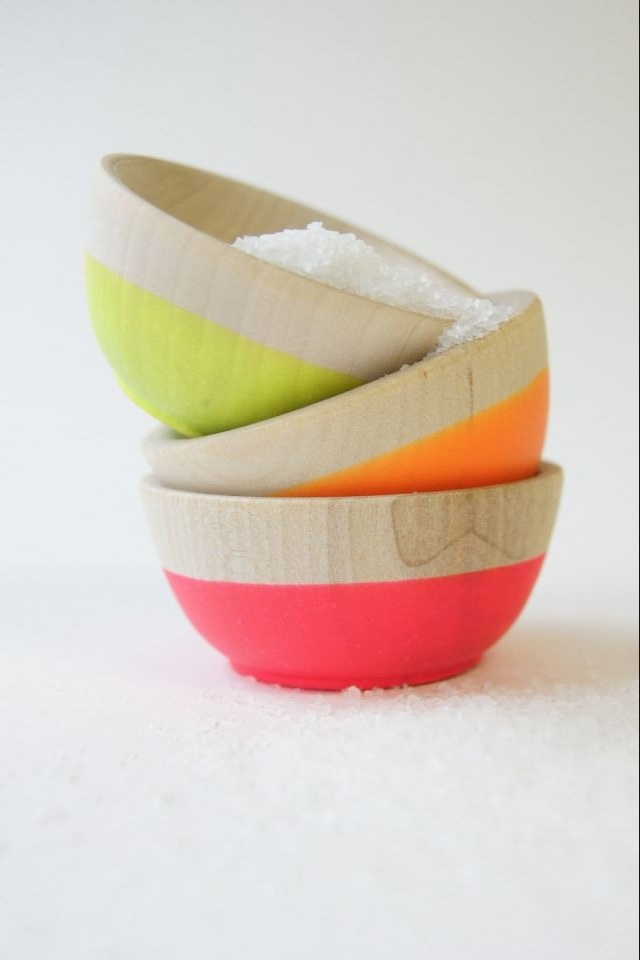 Wooden bowls + fluo