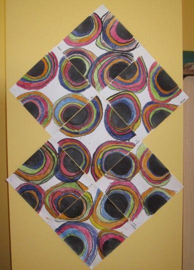 - Demi-cercles peints à l'encre noire sur chaque côté de la feuille carrée (fait par l'enseignante) - Tracer des ponts au coton-tige + encre noire qui passent au-dessus des demi-cercles... comme un arc-en-ciel... - Peindre entre chaque pont, toujours au coton-tige + encre