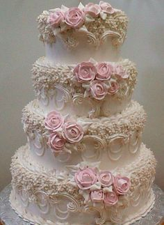 Very Victorian wedding cake. So much work and detail in this cake. Amazing creation! ᘡղbᘡ