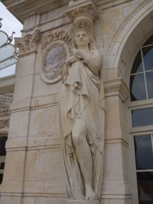 Les cariatides du Casino.Vichy