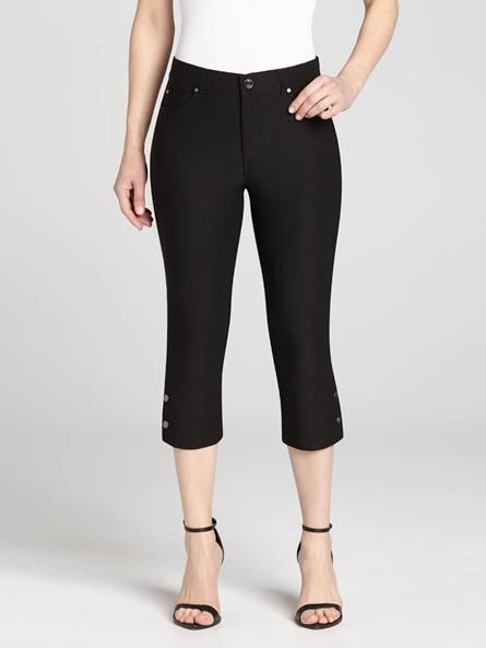 Let Simon Chang introduce this cropped cut to your Spring wardrobe. Boasting snap detailing on each leg, these are a great option for any weekend outfit....3010333-0338