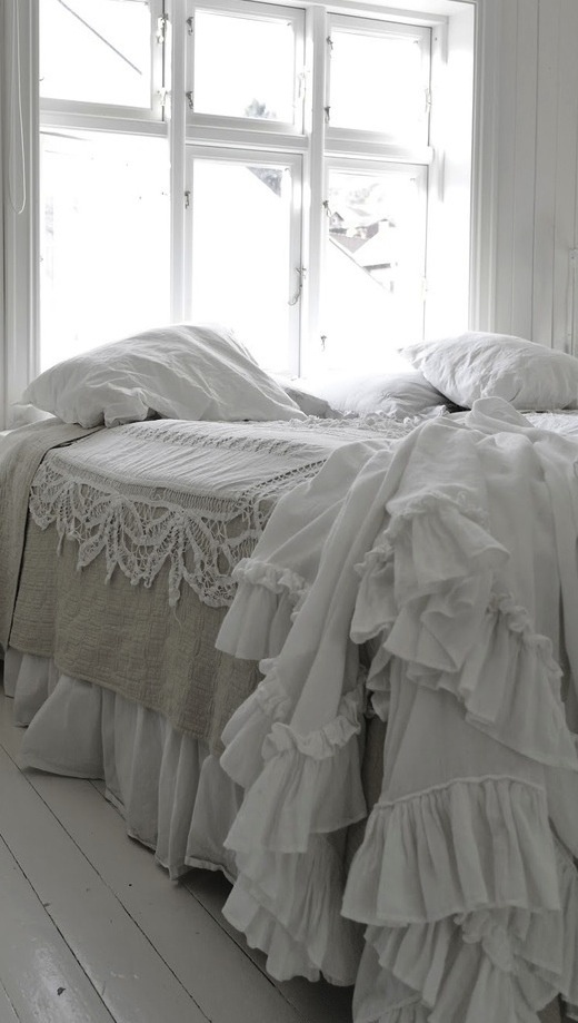 Adorable bed linen in raw linen and white lace