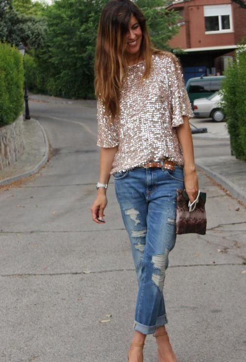 Boyfriend jeans combined with a sequined top and high-heels