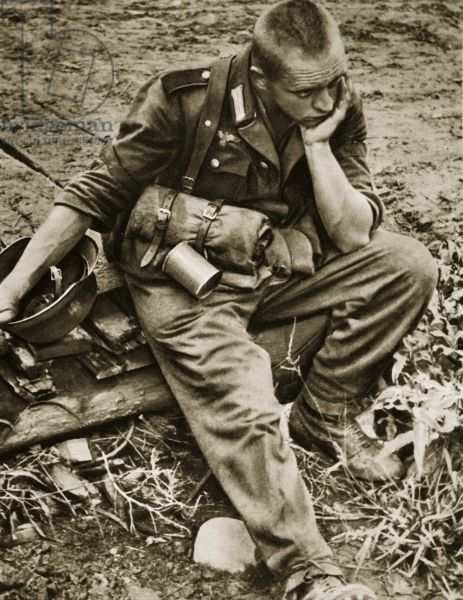 A disillusioned German soldier, 1944-45 (b/w photo)