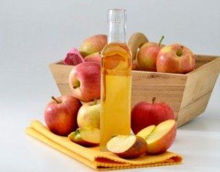 Una facile ricetta del sidro di mele fatto in casa: un modo pratico per utilizzare le mele di stagione e consumarle in ogni mese dell'anno.