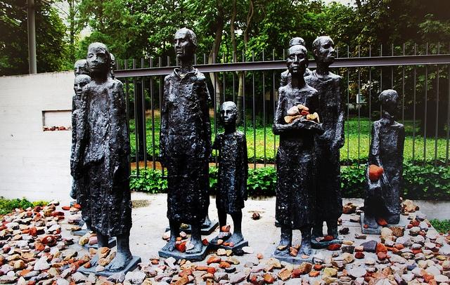 Sculpture in Scheunenviertel    Jewish Quarter