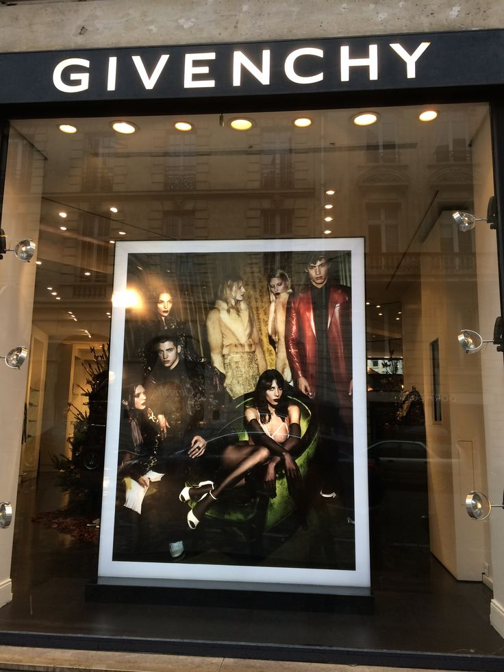 Another 'Givenchy' store at Gorge IV street and the photography shows the brand's charisma.