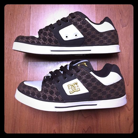 Women's DC skate shoes Super cute, size 7 DC shoes only wore one time, sticker still on bottom! DC Shoes Sneakers