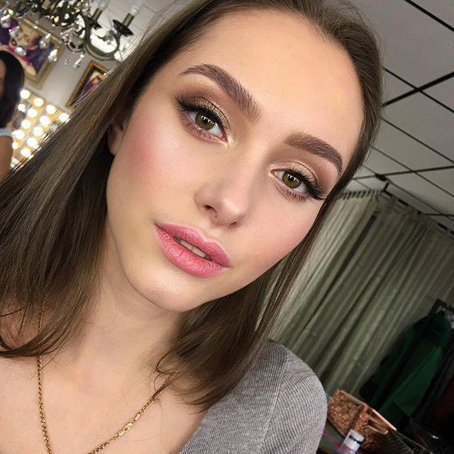 """Tenderness & softness for @diana_piner  Макияж с экспресс-курса для иногородних и иностранных визажистов в @tomina_studio . Решили сделать """"тот самый, СВАДЕБНЫЙ!, макияж, и я тоже была рада возможности порисовать нежность.. Ресницы-пучки @romanovamakeup @rmlashes #nofilters#nophotoshop#tominamakeup#tomina#greeneyes#beauty#model#redlips#glowskin#glowing#eyeliner#eyebrows#wedding #weddingmakeup#bride#bridalmakeup"""