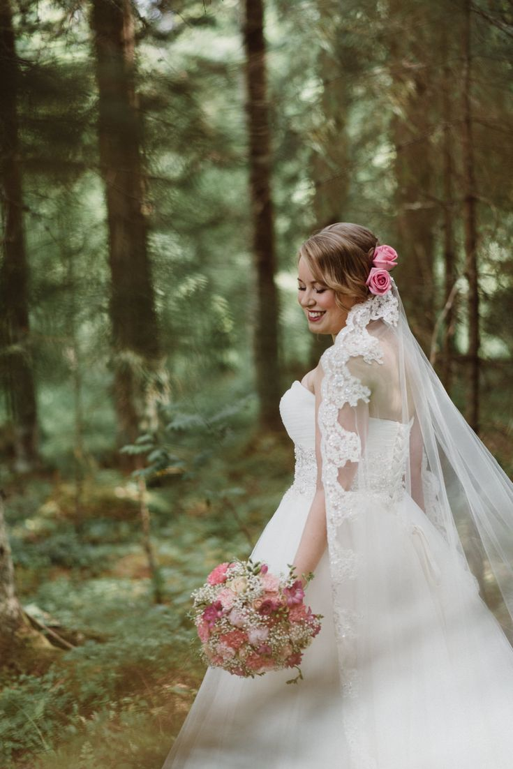 Romantic bridal look with lace veil