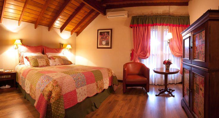 Visão de um dos apartamentos Super Luxo do Hotel Casa da Montanha localizado no centro de Gramado RS. #hotelcasadamontanha #hotelemgramado #hoteisemgramado #gramado #serragaucha