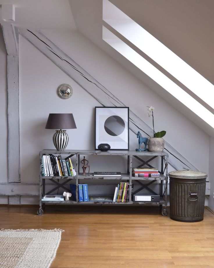 Chest of drawers accesorized with a lamp and a mirror. Metal bin. #metal #bin #industrial #design