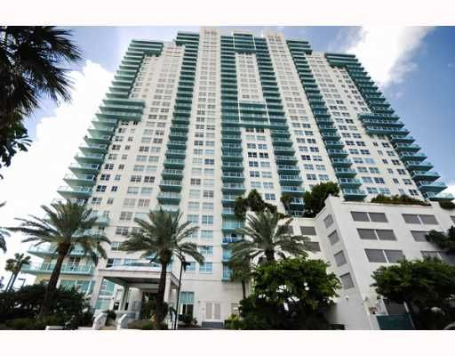 Soaring views of Biscayne Bay and the ocean. Stunning vistas of sizzling South Beach. Spectacular panoramas of downtown's sparkling skyline. The Floridian's luxurious high-rise residences clearly offer a better view of the world.