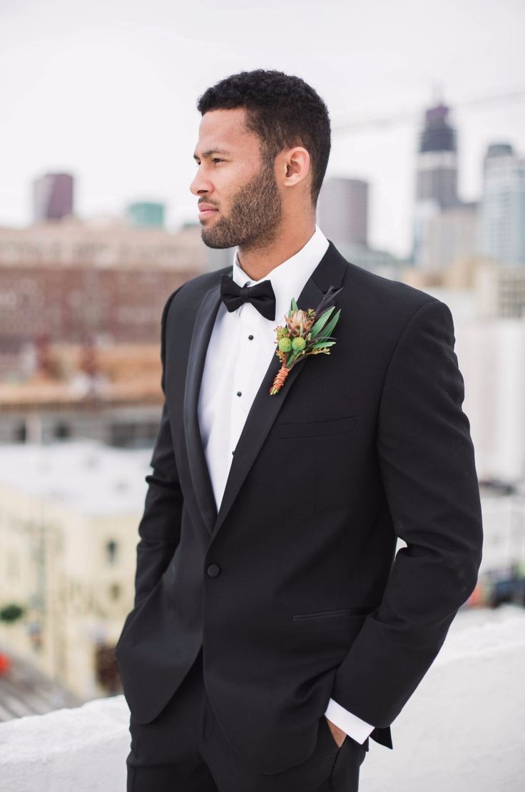 Add an organic looking boutonniere to your black tuxedo look. Photography: Katie Jane Photography See more here: http://frtx.co/raLQ8p