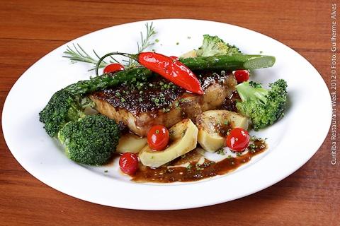 Koh Thay Asian Food (jantar)    Peixe Cozido A Vapor     Aromatizado Com Saque E Gengibre, Acompanha Aspargos, Brócolis E Alcachofra