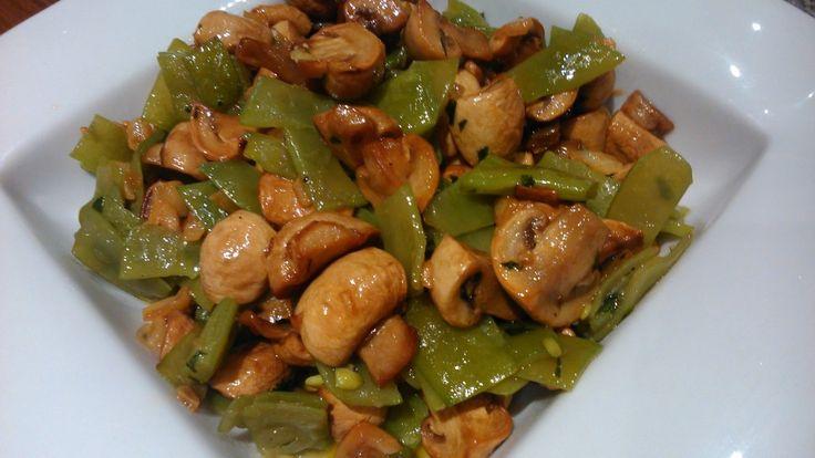 Revuelto de champiñones con judías verdes.  http://www.aprendecocina.net/2014/09/25/revuelto-de-champinones-con-judias-verdes/: