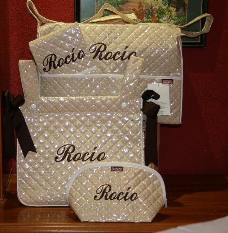 Conjunto personalizado de bolso clínica, panera, cambiador y neceser plastificados. http://www.primeraedad.es/b2c/producto/Setplastopoper